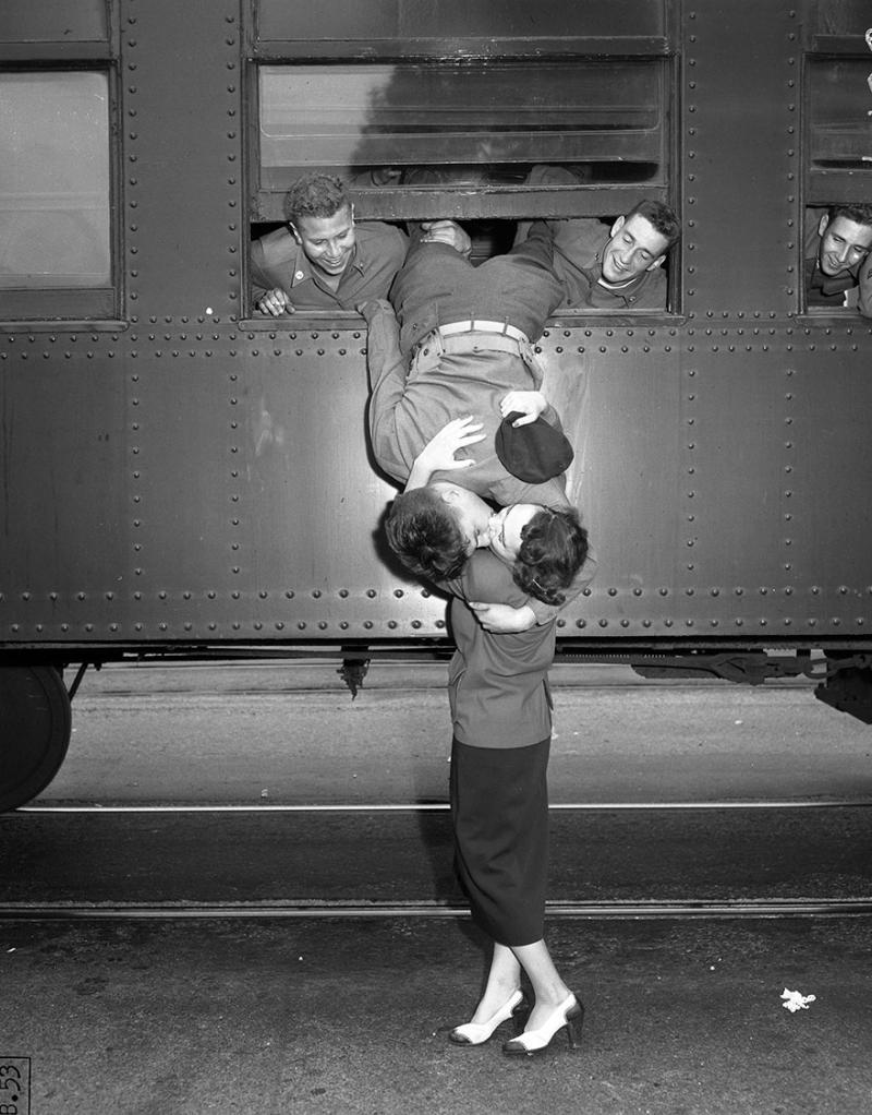 15a4c407f1477c35de64a02793a78242_old-photos-vintage-war-couples-love-romance-33-573302d73cfbc__880